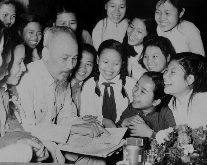 """Kỷ niệm 131 năm ngày sinh CHỦ TỊCH HỒ CHÍ MINH """"19/5/1890  -19/5/2021"""" Chủ tịch Hồ Chí Minh với sự nghiệp giáo dục thiếu nhi"""